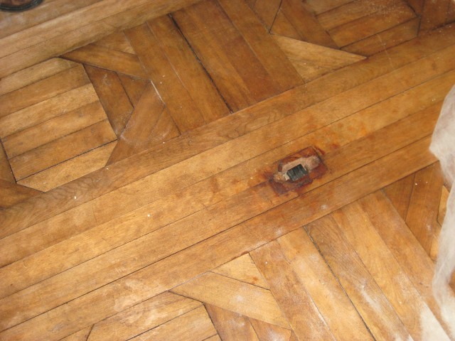 The outlet from the old servant's call bell, in the centre of the floor.